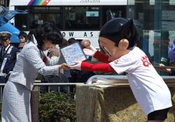 Two murals with Tezuka characters were displayed at Takadanobaba station! (photo02)