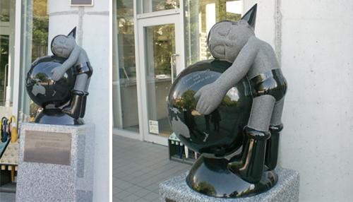 Astro Boy stone figure was set at Tezuka Osamu's alma mater (photo 1)