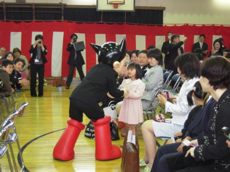 Astro boy was appointed to the Special Pupil of Shinjuku Ward. (photo 01)
